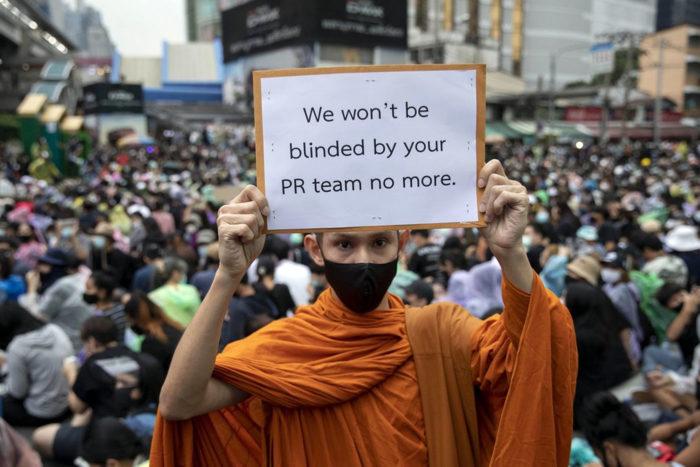 Protestas de Tailandia monje