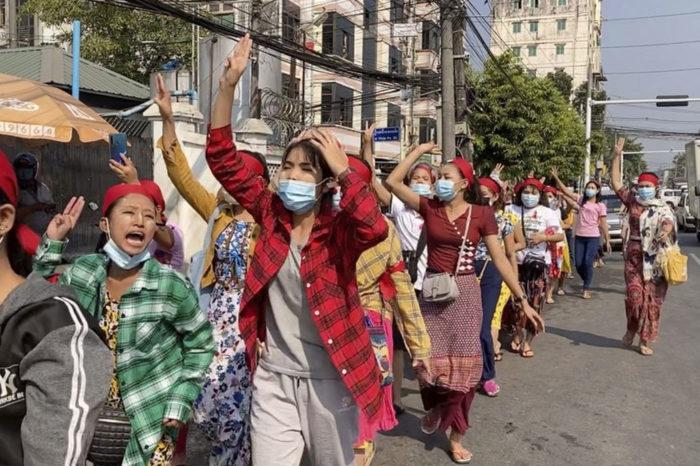 Protestas en Myanmar tras el golpe de Estado de este 1 de febrero.