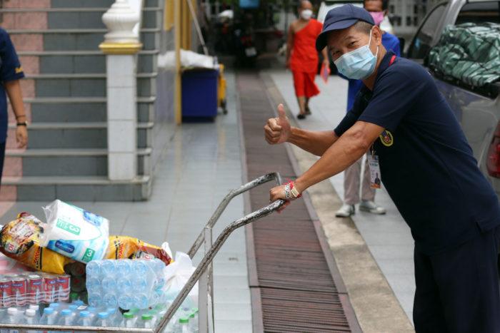 Voluntario donaciones Covid en Tailandia